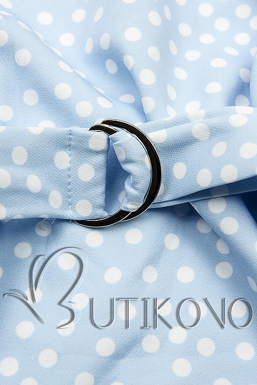 Světle modré tečkované šaty s taškou v pase