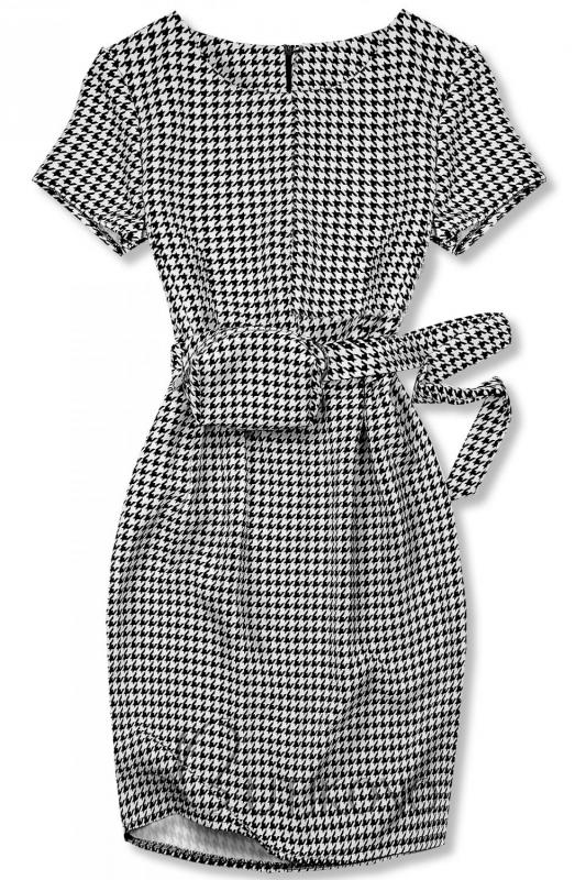 Černo-bílé šaty s taškou v pase