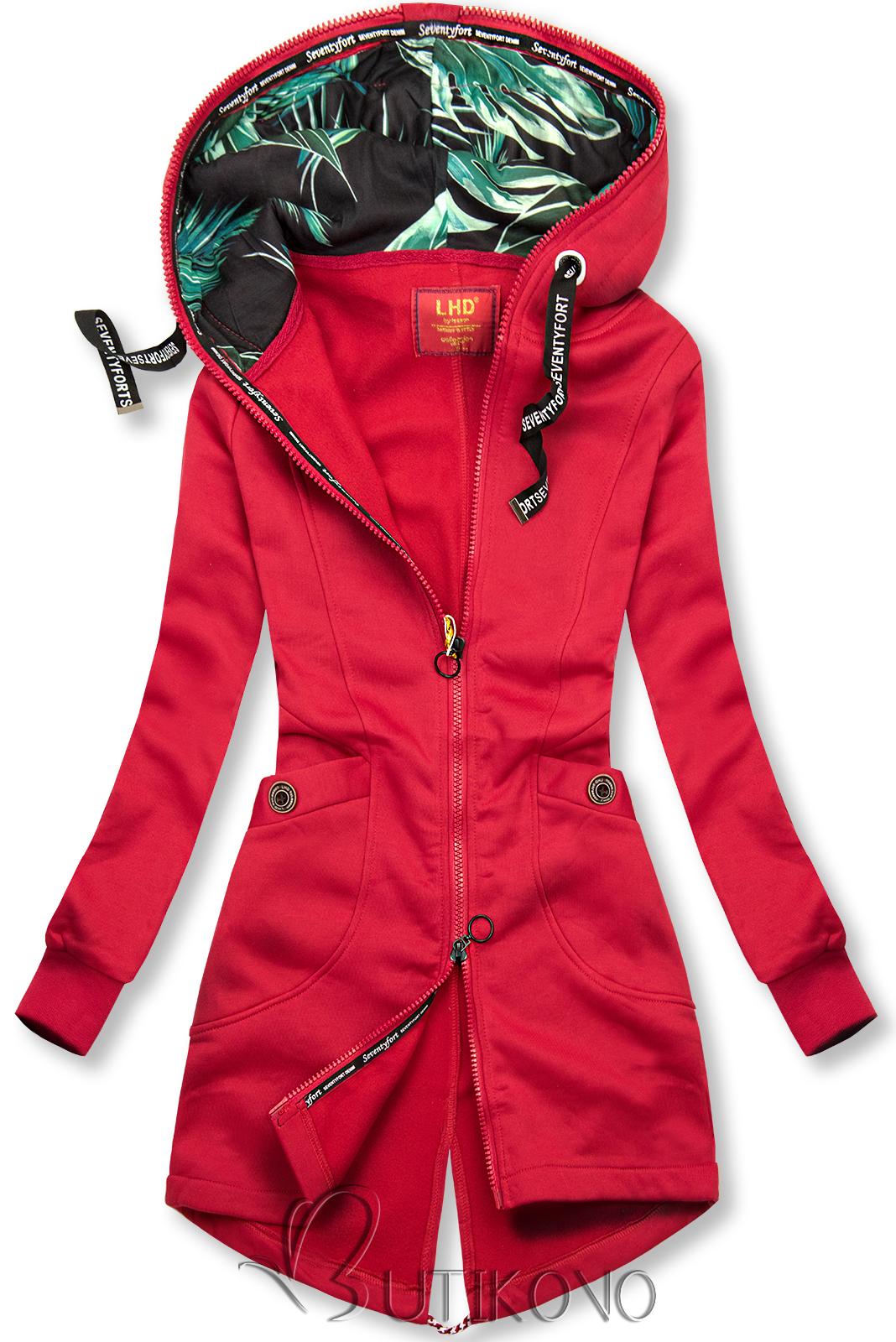 Červená mikina se vzorovanou kapucí